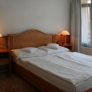 Légkondícionált standard kétágyas szoba
