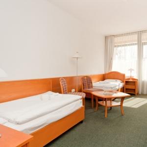 Standard Doppelzimmer mit Zustellbett und Balkon