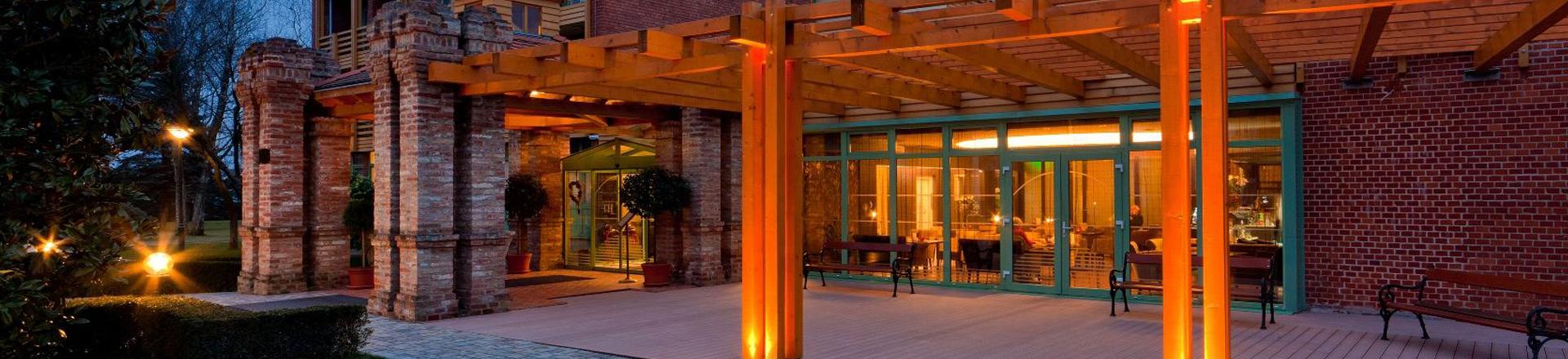 Szállodánk összesen 131 db szobával várja vendégeit superior és standard kategóriában.